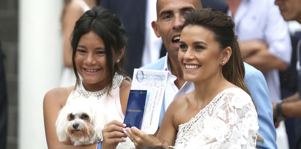 Carlos Tevez se casa por lo civil en Argentina