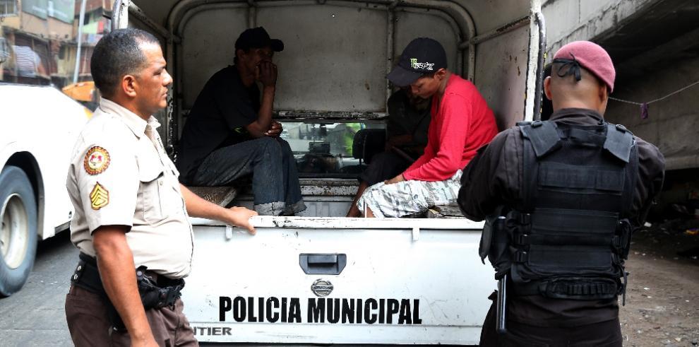 Municipio realiza operativo para retirar a indigentes de la calle