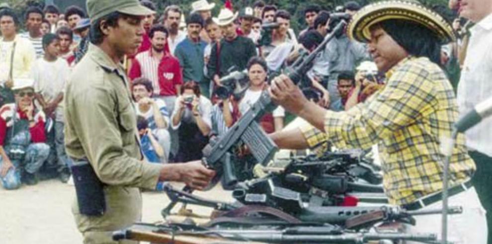 Álvaro Uribe critica proceso de paz con las FARC