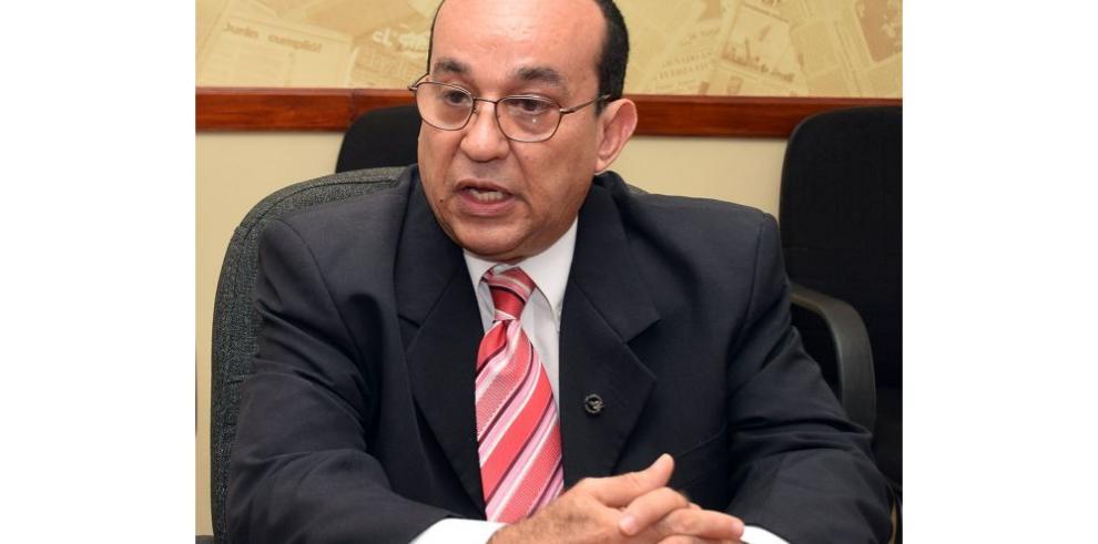 Flores denuncia a vicerrector Medrano