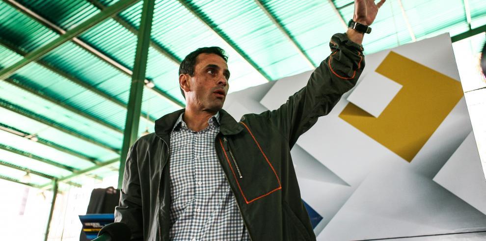 Capriles en promoción de referendo para revocar a Maduro
