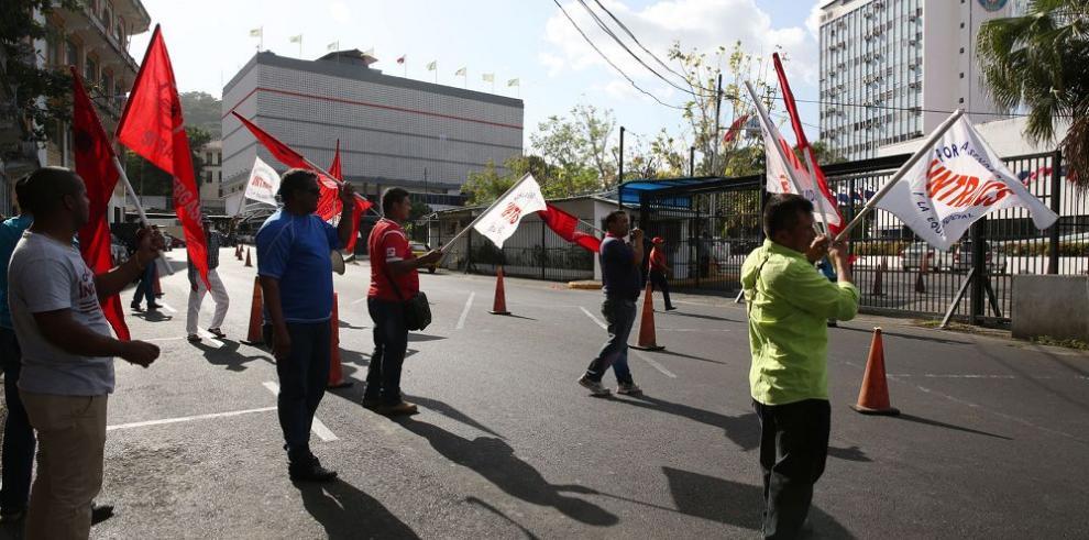 Trabajadores piden duelo nacional