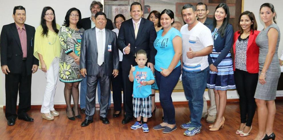 Asbel Araúz visita la LNB