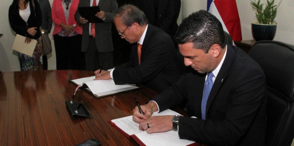 Panamá y Japón firman acuerdo de intercambio fiscal