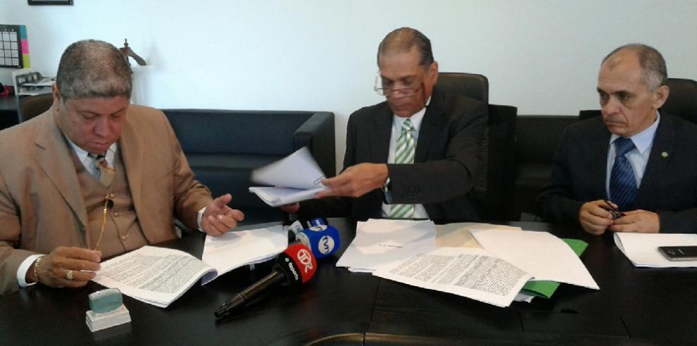 Sociedad Civil presenta denuncia contra los tres magistrados