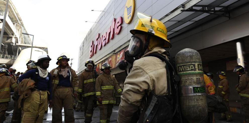 """Bomberos rastrean origen del incendio de """"El Fuerte"""""""