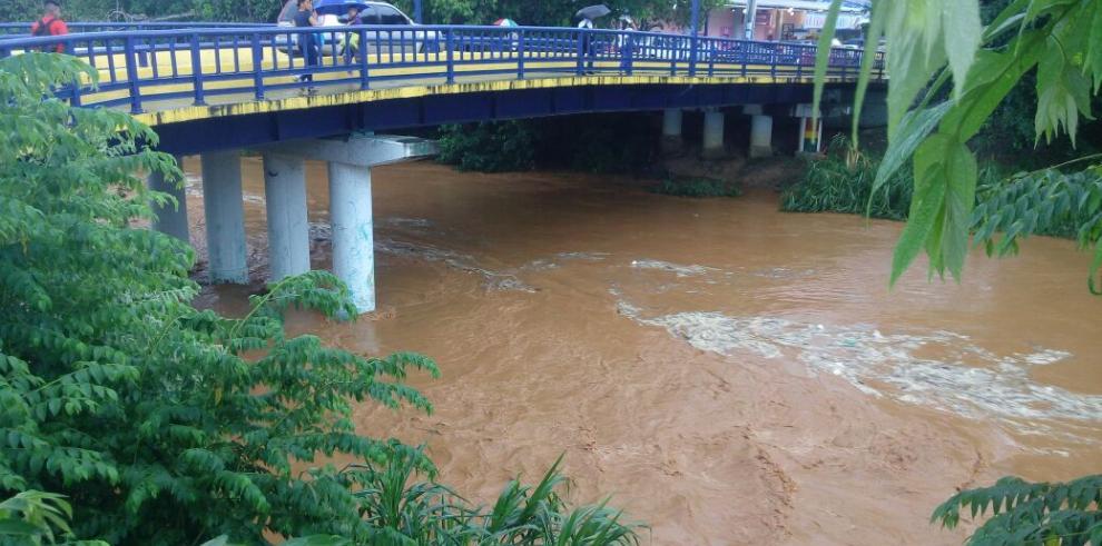 Sinaproc emite aviso por fuertes lluvias e inundaciones