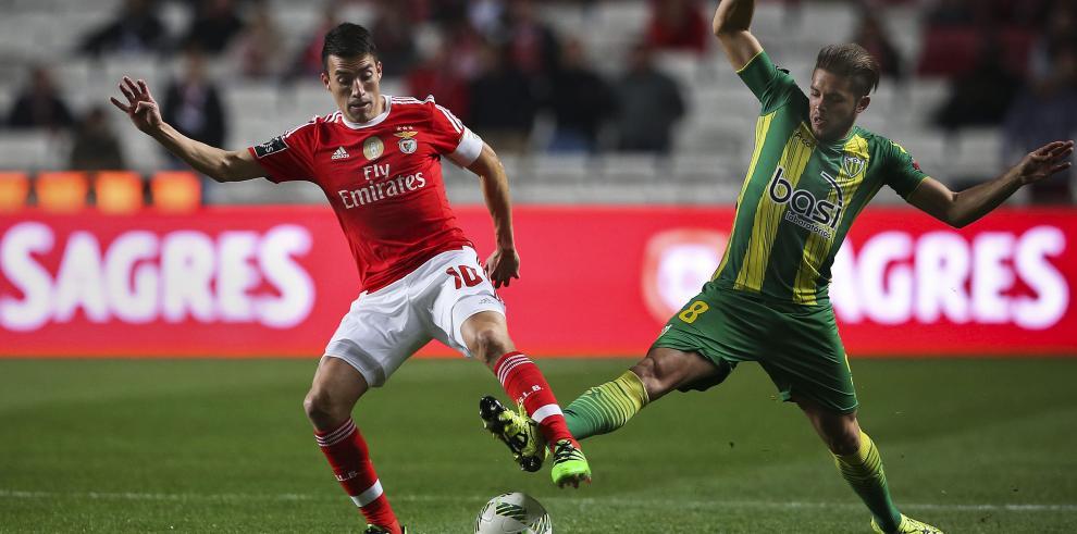 Benfica recupera liderato de liga portuguesa tras golear al Tondela