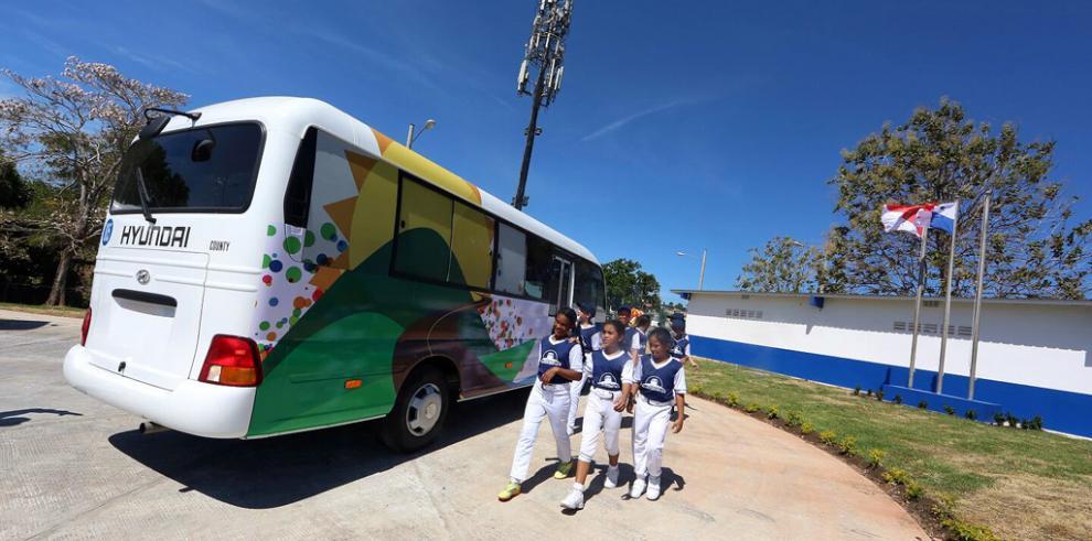 Gobierno lanza proyecto Horizontes y entrega complejo en San Miguelito