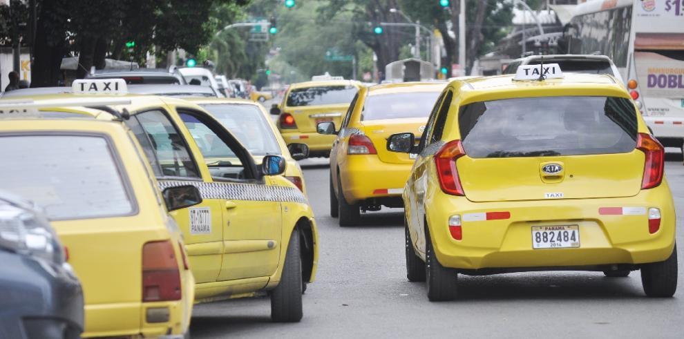 Detienen a taxista que se hacia pasar por funcionario de Migración