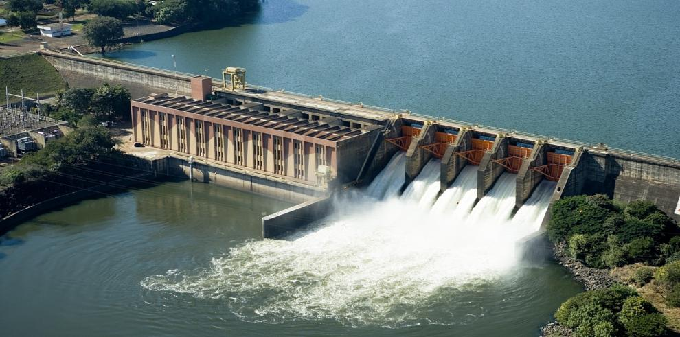 Dos buzos mueren mientras realizaban limpieza en tubería de una represa