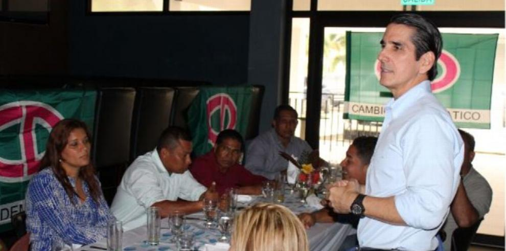 Roux crítica gestión de Juan Carlos Varela
