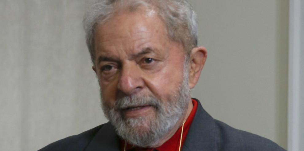 Fiscalía vuelve a denunciar a Lula y le acusa de corrupción