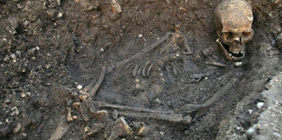 Hallan restos de mujer sepultados hace 4.500 años en Perú