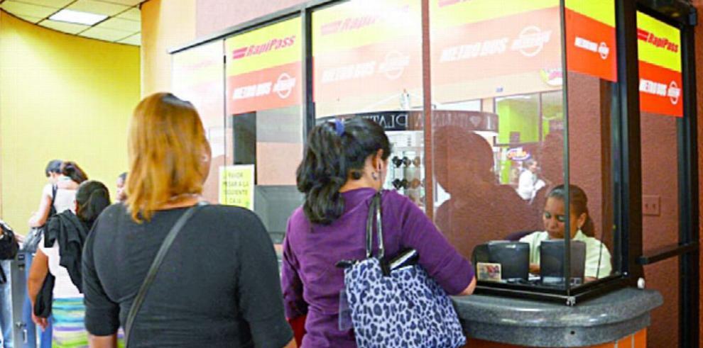 Jubilados deben renovar sus tarjetas del metrobús