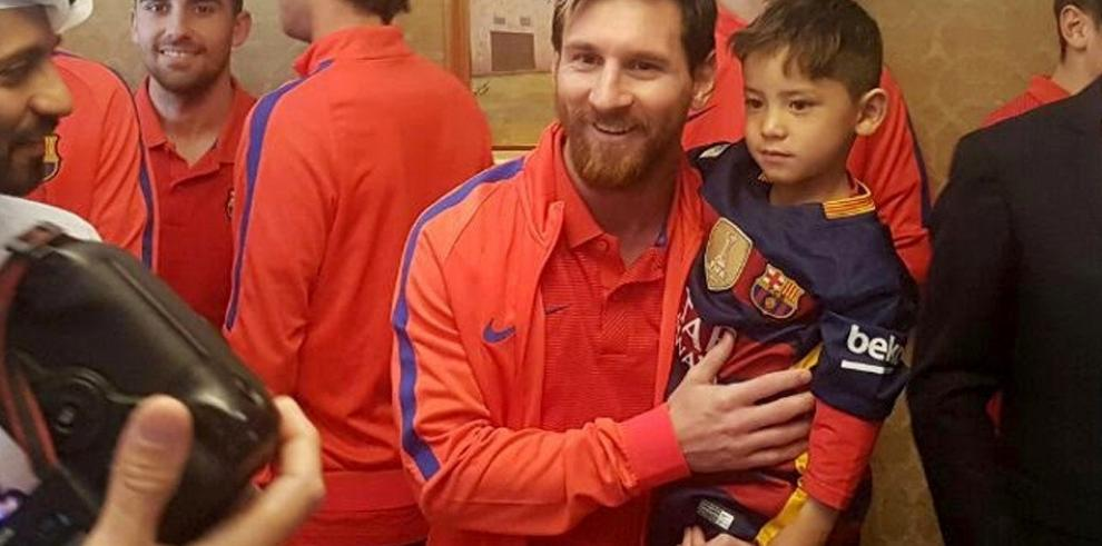 El niño afgano fanático de Messi conoce a su ídolo en Catar