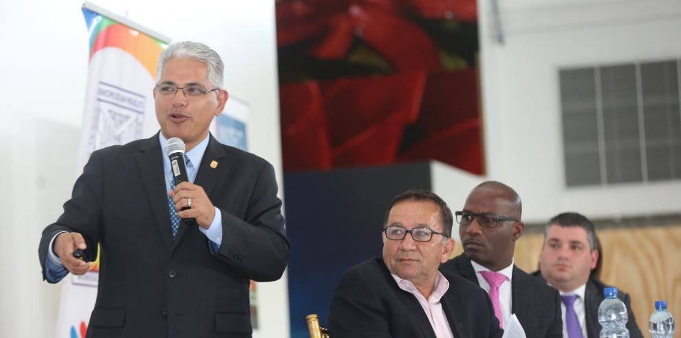 Alcaldes del área metropolitana debaten sobre desecho y transporte