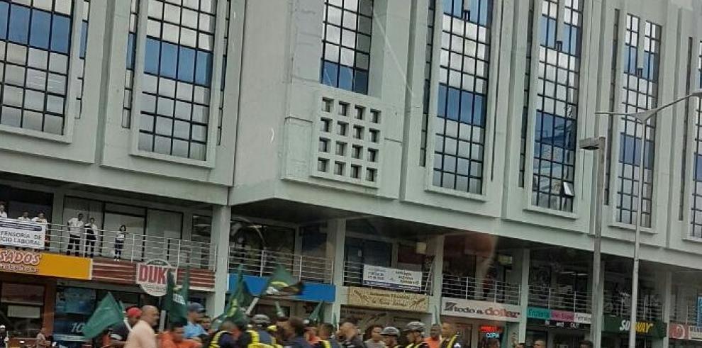 Policía retiene a trabajadores de Panama Ports, por cierre de calle