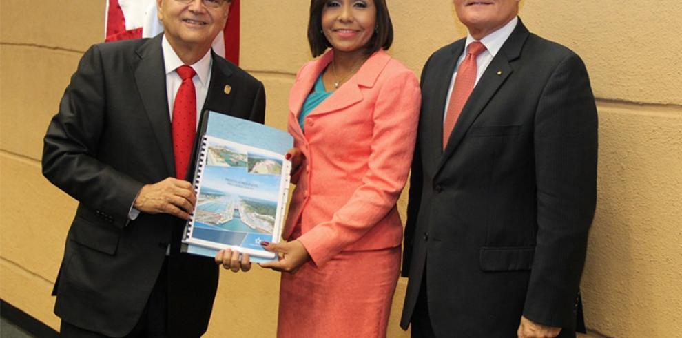 Ministro Roy presenta presupuesto del Canal 2016-2017