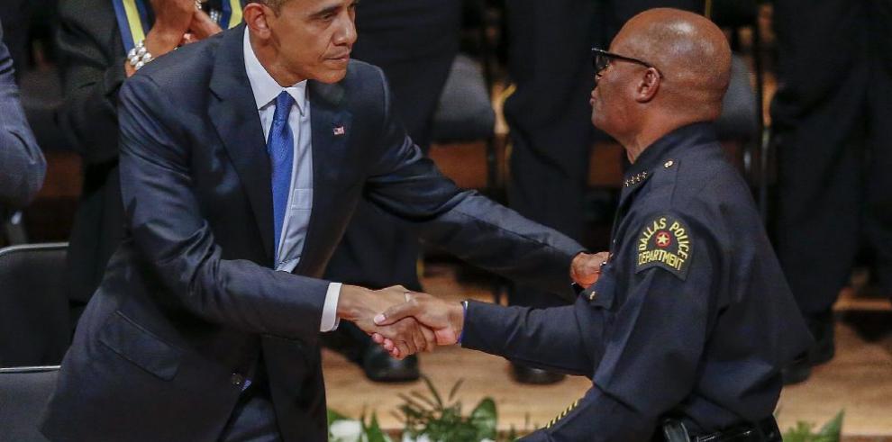 Obama llama a los estadounidenses a rechazar divisiones