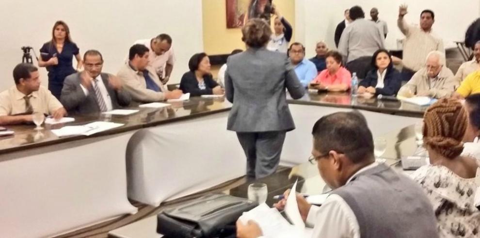 Diálogo entre docentes y Gobierno sigue sin avanzar