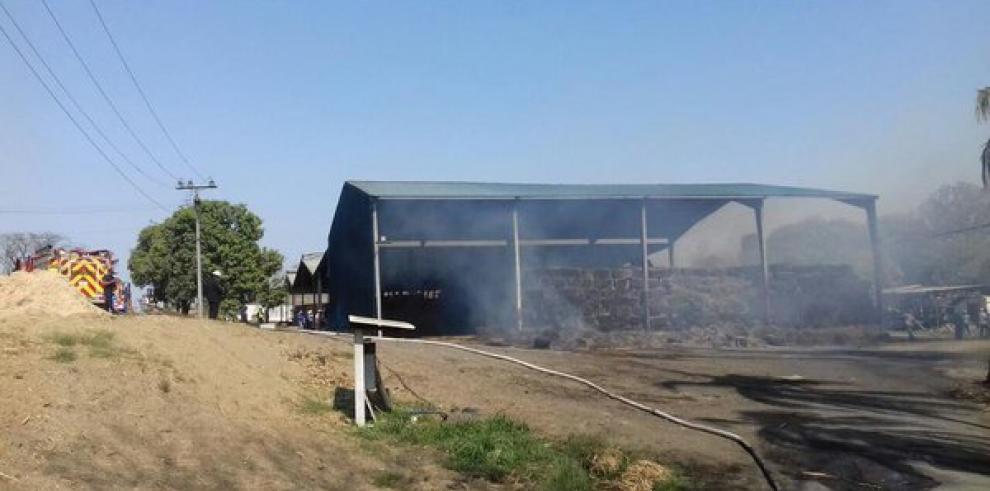 Se incendia depósito de la empresa Varela Hermanos en Pesé