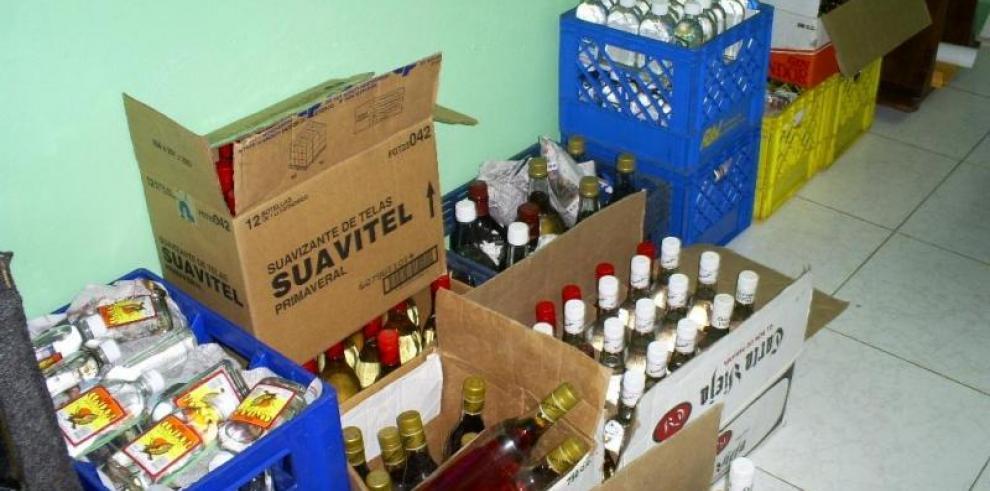 Detienen contenedores con licor de contrabando