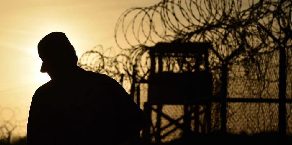 Dos presos son transferidos de la cárcel de Guantánamo