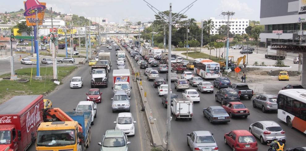 Juan Carlos Varela ordena revisión de la ley de arrendadoras de autos