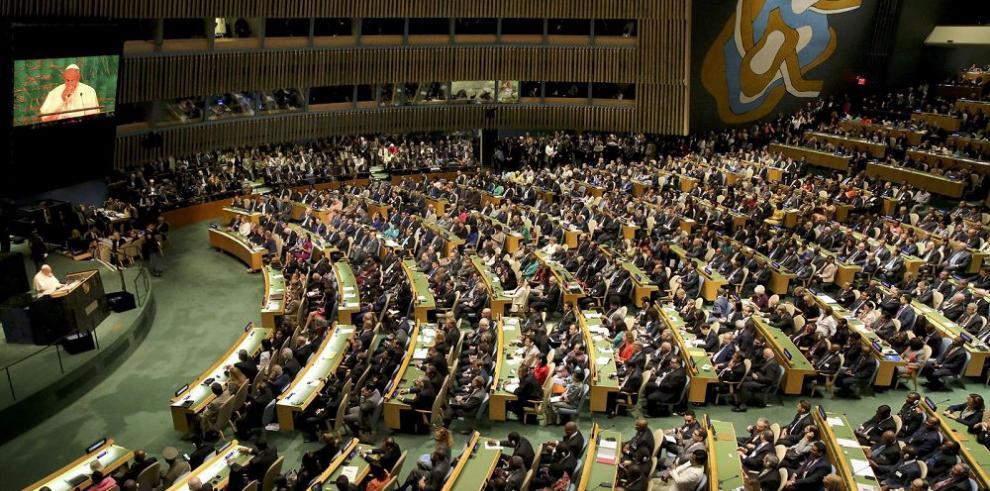 Líderes del mundo prometen acabar con la pobreza en 15 años