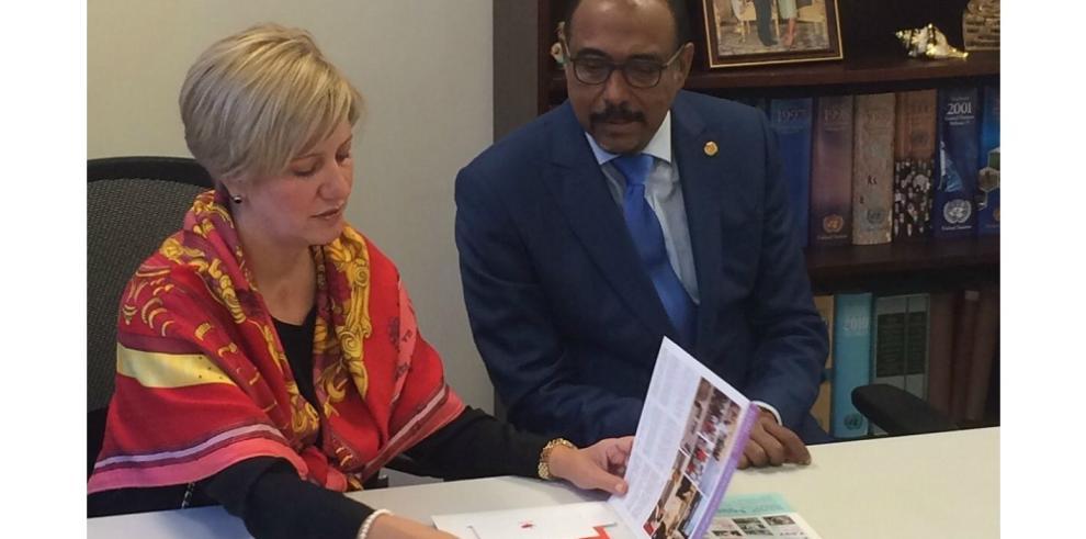 Lorena Castillo se reúne con el director ejecutivo de Onusida