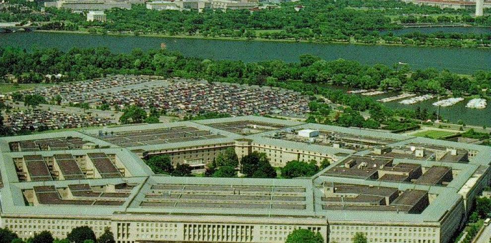 Evacuan centro comercial cercano a Pentágono por amenaza de bomba