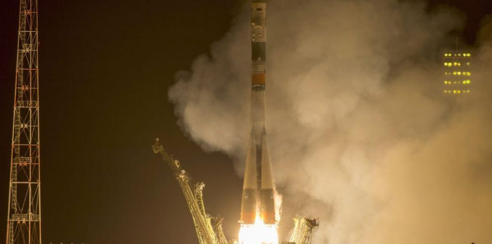 Nave Soyuz despegó desde Baikonur rumbo a la EEI con tres cosmonautas