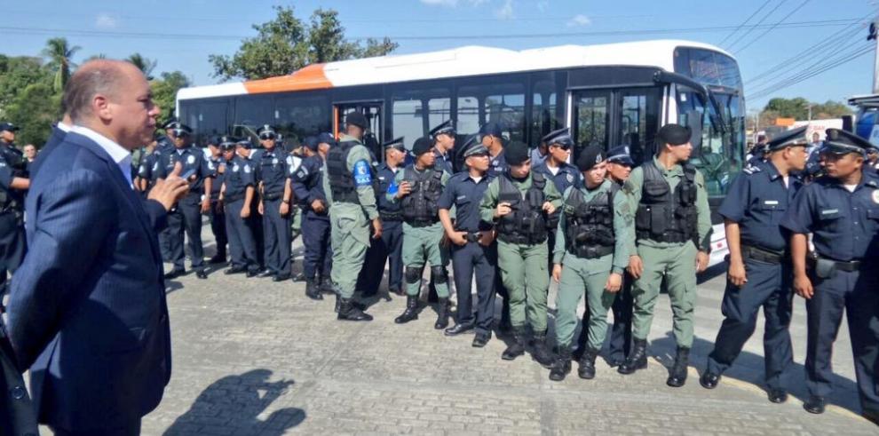 Aguilera ordena despejar la vía ante cierre de conductores de metrobús
