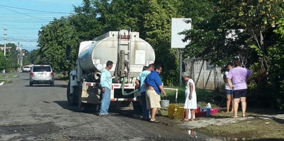 Idaan abastece de agua en camiones cisternas a comunidades de Chiriquí
