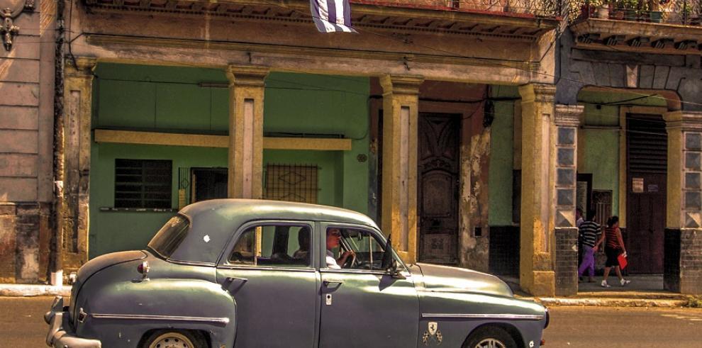 Cubanos felices con retiro de la isla de