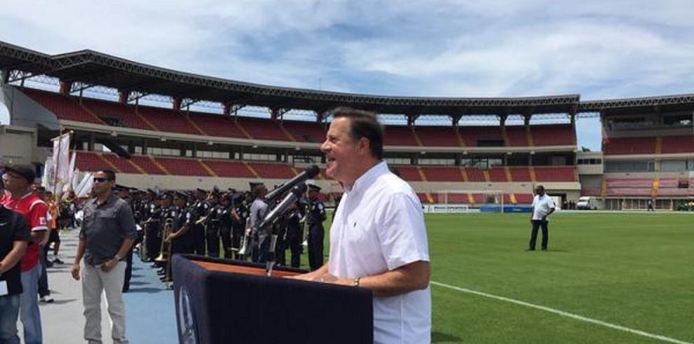 Presidente Varela asegura que la jornada única se mantiene para el 2016