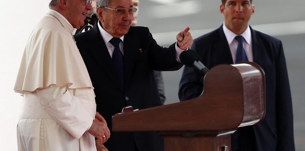 Francisco anima a Cuba y EEUU a seguir avanzando en sus relaciones