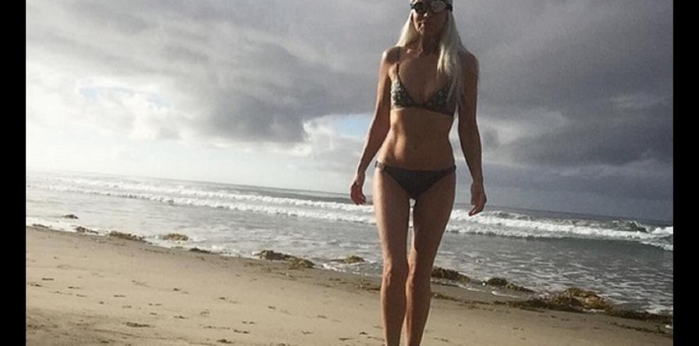 Modelo Yasmina Rossi con cuerpo envidiable a sus 59 años