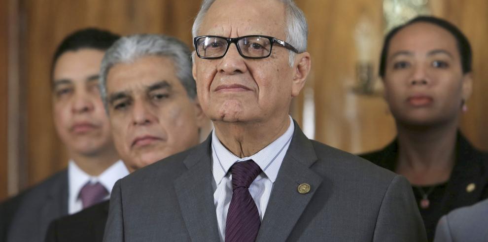 Presidente de Guatemala evoluciona bien tras operación