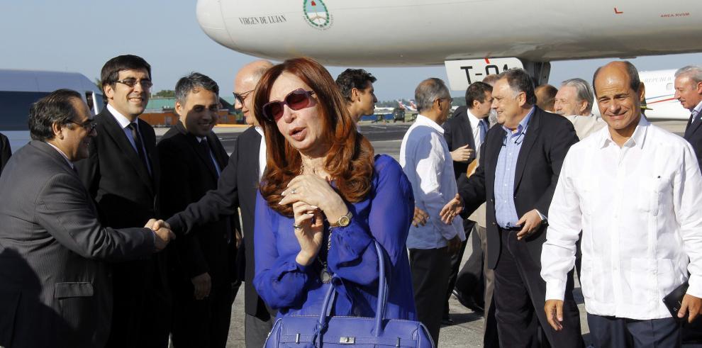 Cristina Fernández llega a Cuba para asistir a la misa del Papa