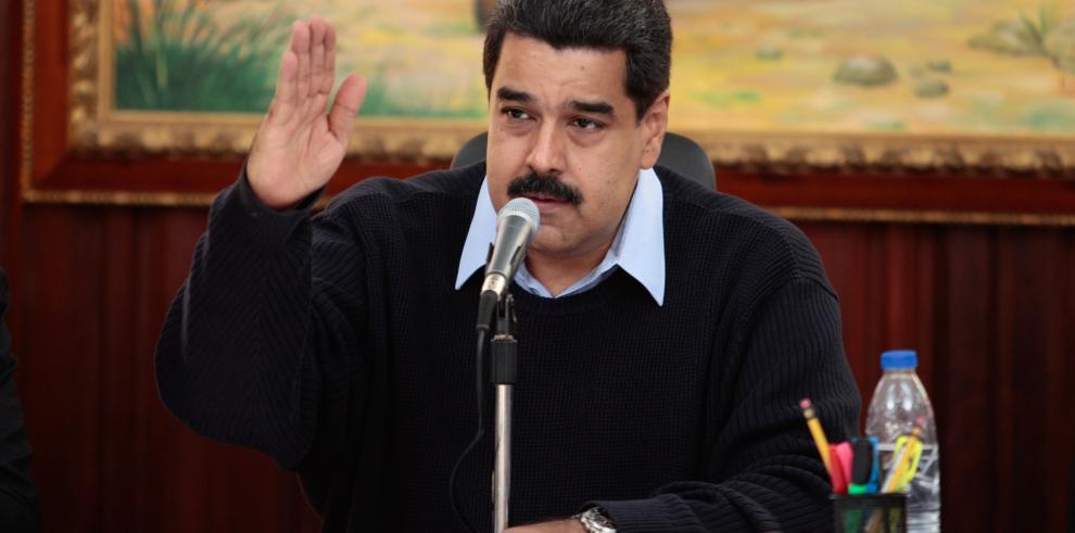 Maduro revela que su reunión con Santos ha quedado para el 2016