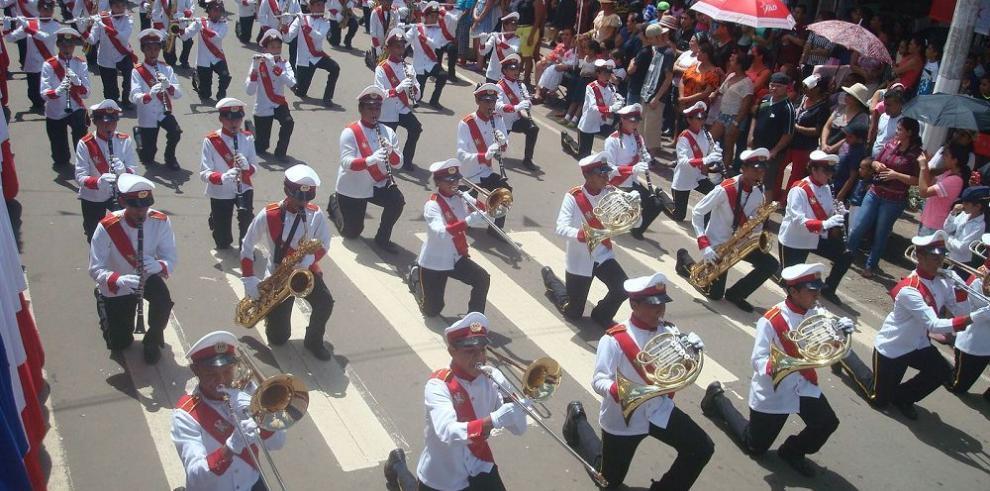 A ritmo de lira, tambor y trompeta