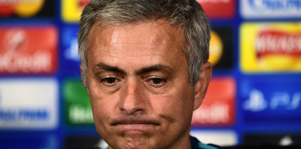 Mourinho niega una revelión contra él, en vestuario del Chelsea