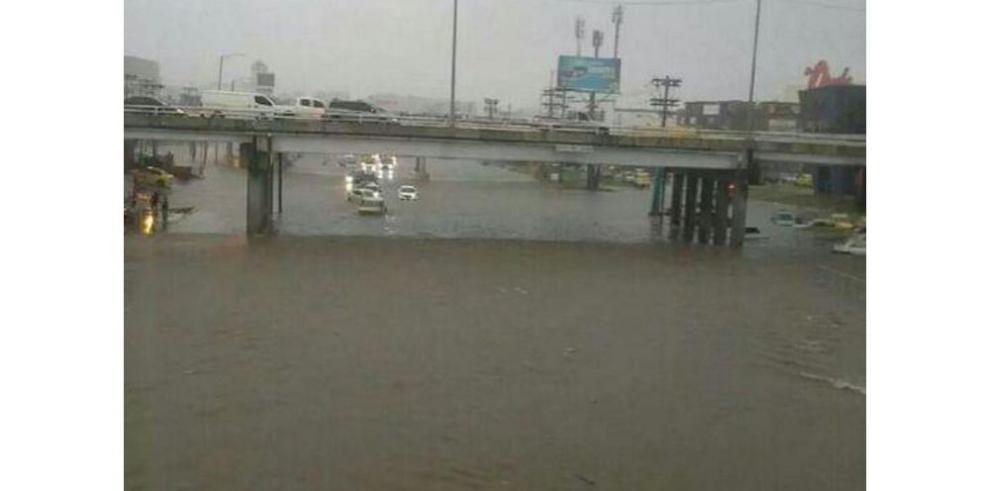Inundadas, ciudad de Panamá y La Chorrera