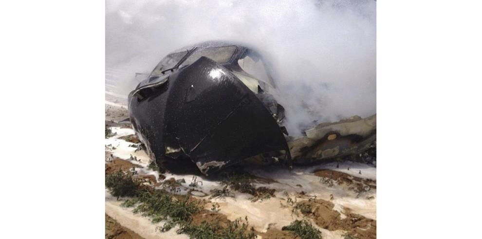 Cuatro muertos y dos heridos tras caer un avión militar en Sevilla