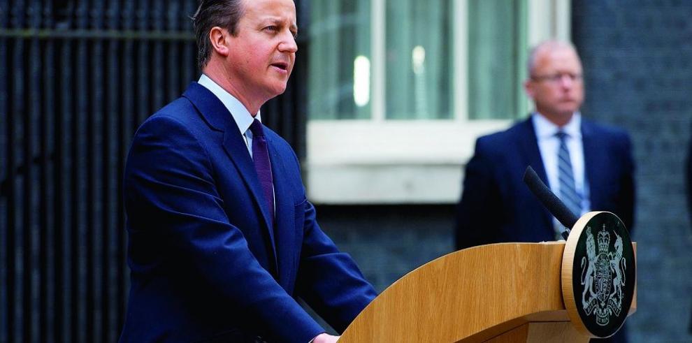 Cameron ratifica a cuatro ministros tras victoria en las elecciones