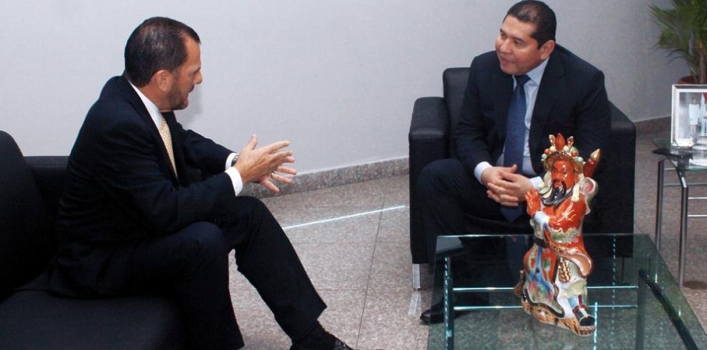 Humbert y De León se reúne para tratar la ley de descentralización