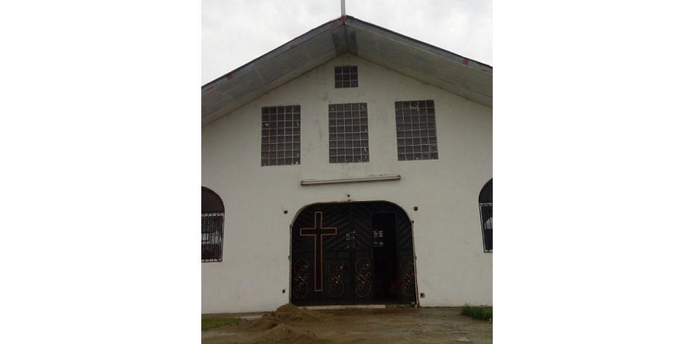 Destruyen el Santísimo de capilla en Colón y se llevan artículos
