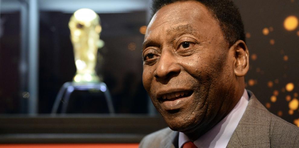 Pelé ingresa a un hospital de Sao Paulo para ser operado de la columna